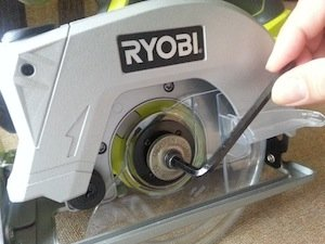 Ryobi p506 circular saw sawing straight lines with laser guidance ryobi p506 circular saw greentooth Choice Image