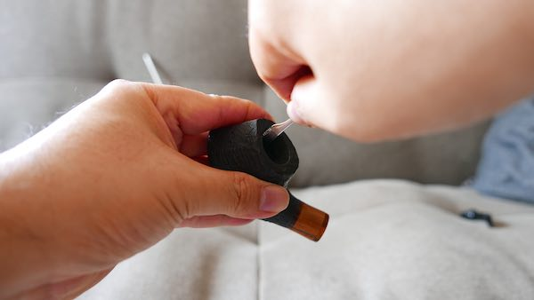 scrape inside tobacco pipe bowl