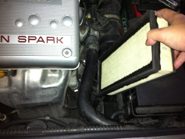 removing alfar romeo 147 air filter