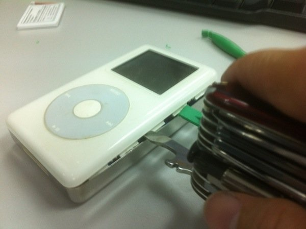 prying open an ipod